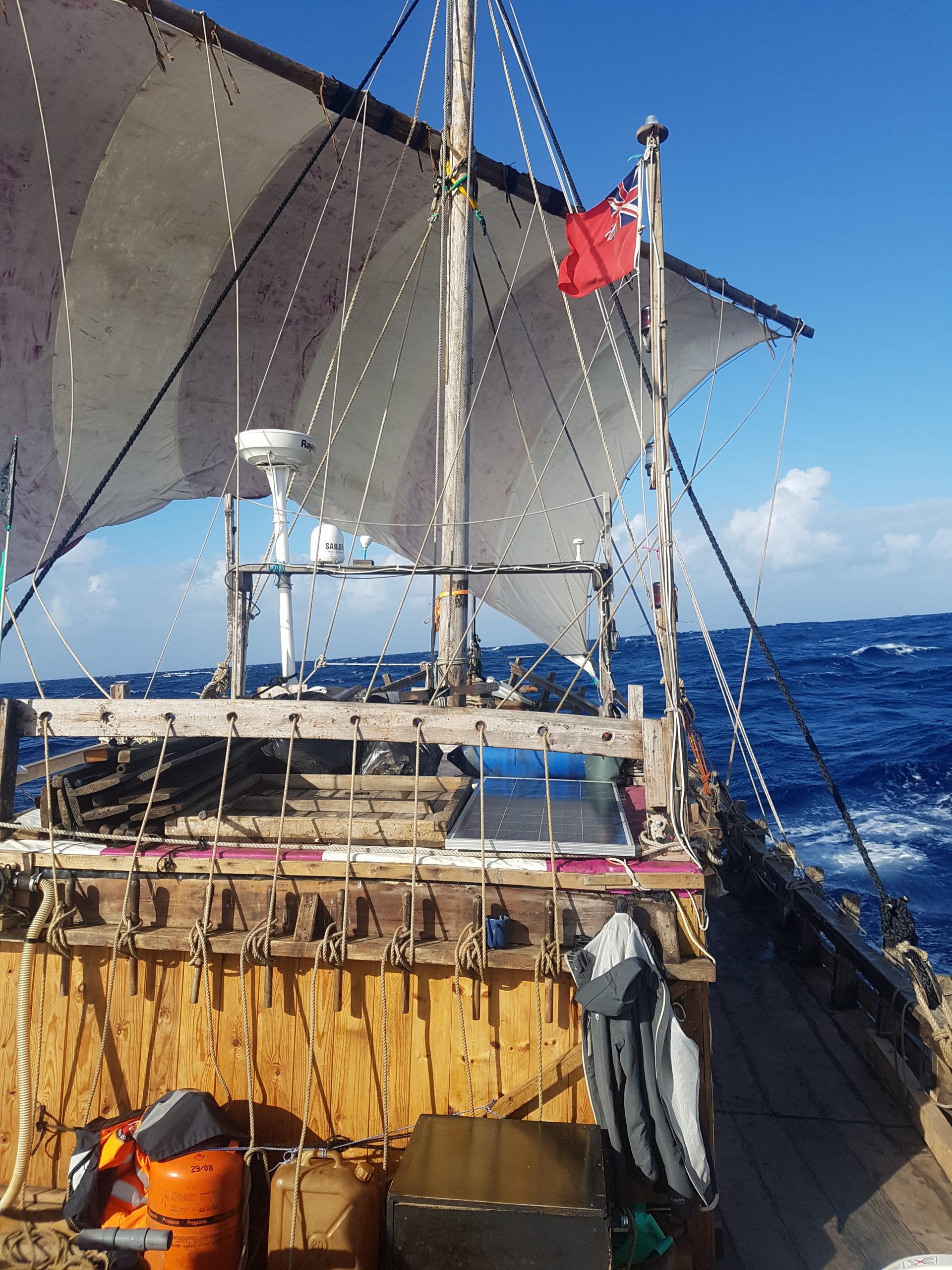 5000 zeemijl op een oude houten boot